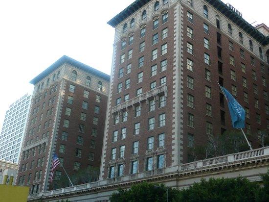 Millennium Biltmore Los Angeles: façade de l'hotel
