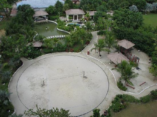 Ancasa Resort AllSuites: View of the garden