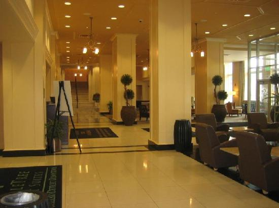 Doubletree by Hilton Detroit Downtown - Fort Shelby: Lobby