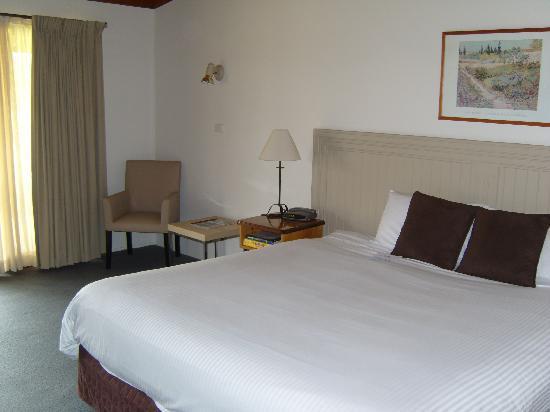 Hunter Valley Resort: Great big bed