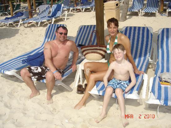 Sandos Playacar Beach Resort: sandos beach-elliott,julie,jack