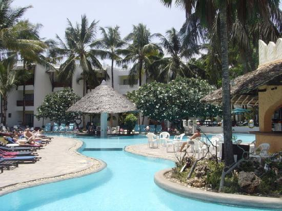 Bamburi Beach Hotel: Pool area