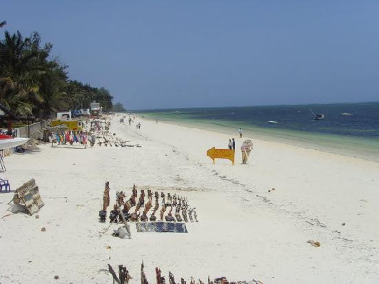 Bamburi Beach Hotel: Beach view to the left