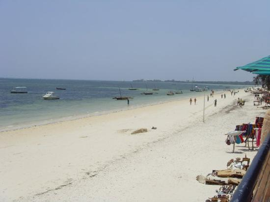 Bamburi Beach Hotel: Beach view to the right