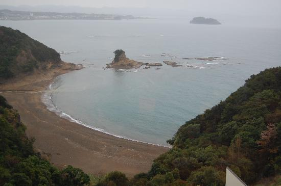 Kishu Minabe Royal Hotel: view of a small beach from my friend's room