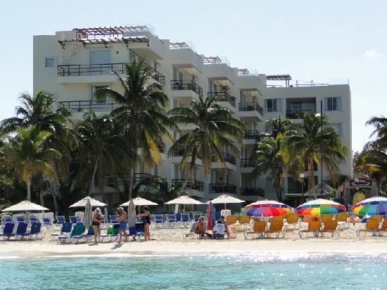 Ixchel Beach Hotel: Ixchel, picture taken from the beach