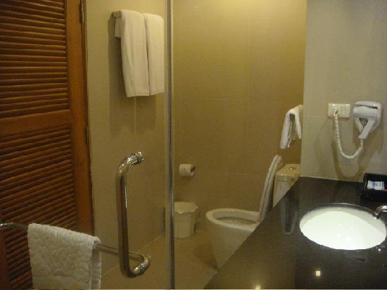 Aonang Cliff Beach Resort: bathroom