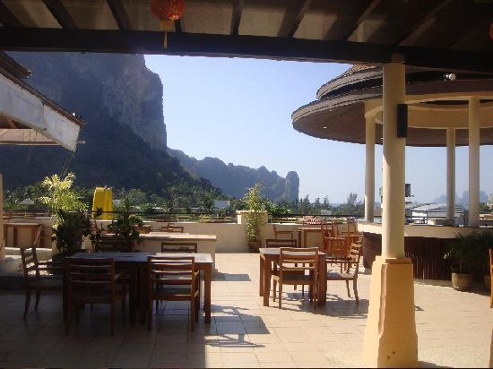Aonang Cliff Beach Resort: entrance to restaurant