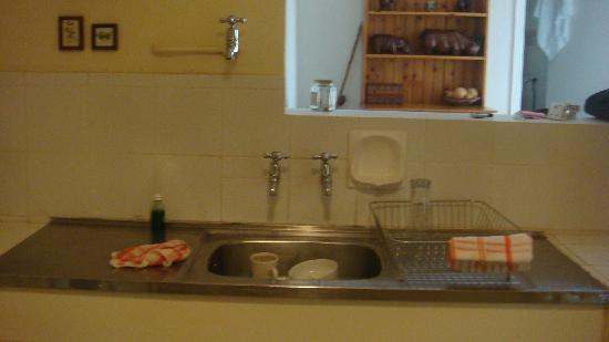 De Waterkant Village: Kitchen :   VERY basic !!