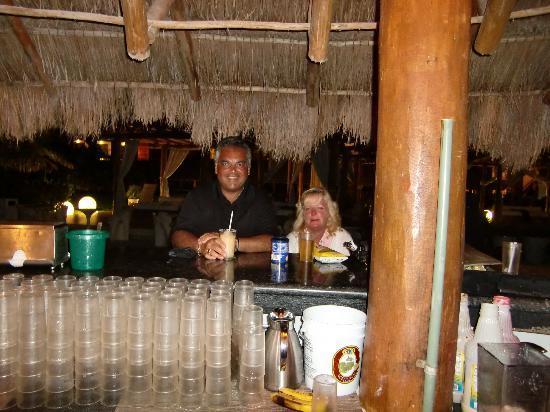 Ocean Coral & Turquesa: 6:00 PM Happy Hour