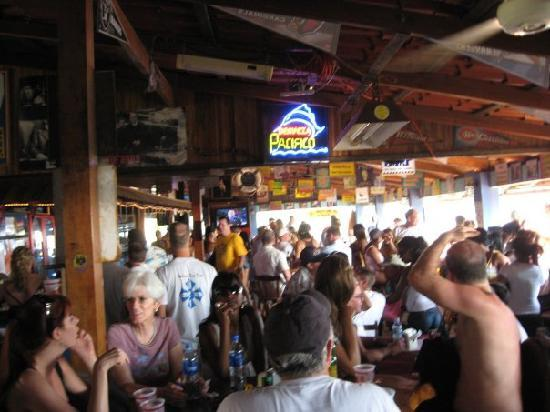 Clarita's Beach Hotel: Clarita's Beach Bar