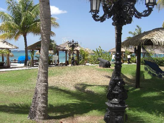 Sandals Grande St. Lucian Spa & Beach Resort: the grounds