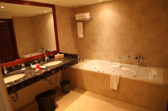 Amirandes, Grecotel Exclusive Resort: Bathroom