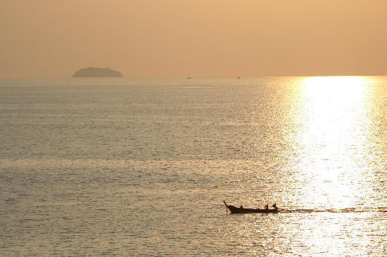 Holiday Inn Resort Phi Phi Island: Sundowners on sunset hill