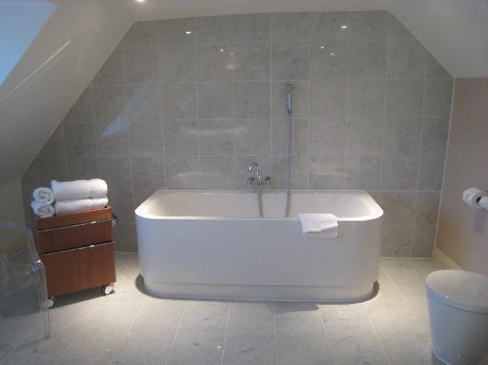 The White Horse Hotel and Brasserie: Penthouse Suite bathroom