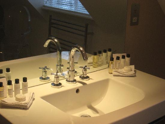 The White Horse Hotel and Brasserie: A newly refurbished bathroom