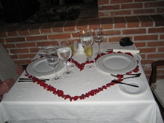 Excellence Riviera Cancun: Anniversary table decor