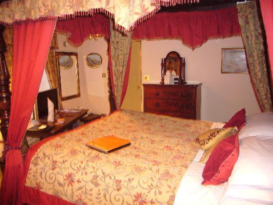 The Castle Inn: fourposter room