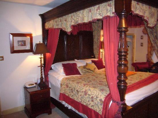 The Castle Inn: another view of the room