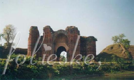 Ruins of Gaur: the Dakhil Darwaza