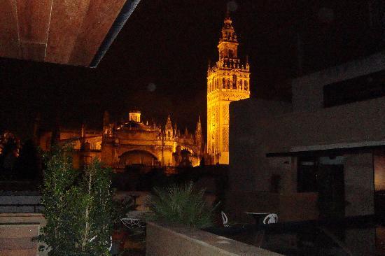 Hotel Casa 1800 Sevilla: View from the room door at night
