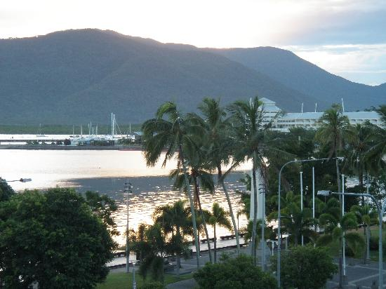 DoubleTree by Hilton Hotel Cairns: Early morning from the balcony