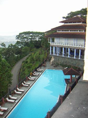Amaya Hills Kandy: POOL