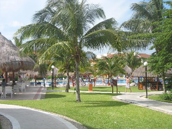 Grand Bahia Principe Coba: Beautiful grounds