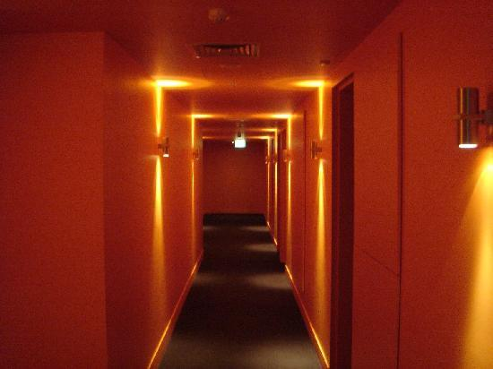 Jasper Hotel: The Third Floor is All Orange