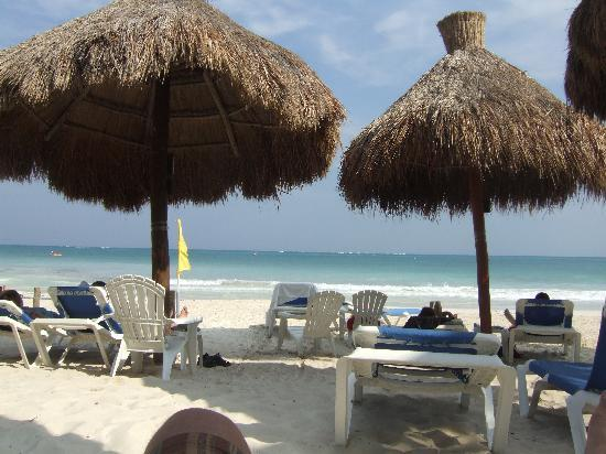 Hotel Marina El Cid Spa & Beach Resort: View of Caribbean from the beach
