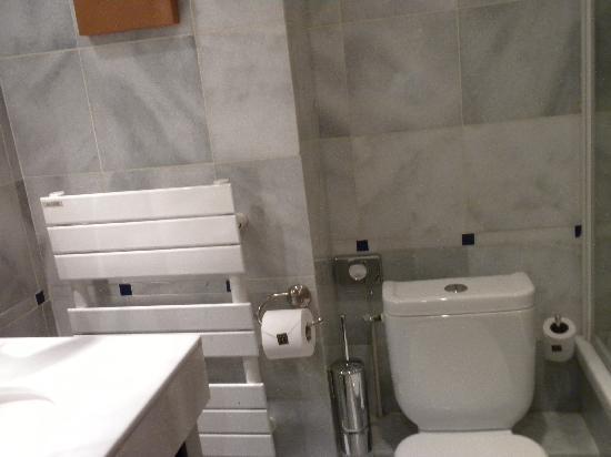 Bel Ami Hotel: bathroom