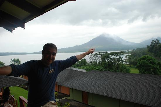 Arenal Vista Lodge: You can almost touch the volcano...