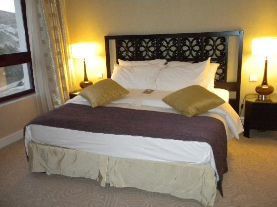 Movenpick Resort Petra: bedroom of suite