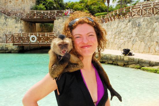 Occidental at Xcaret Destination: Avec Ricky Martin, le singe :)