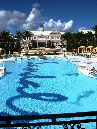 Sandals Emerald Bay Golf, Tennis and Spa Resort: The main pool