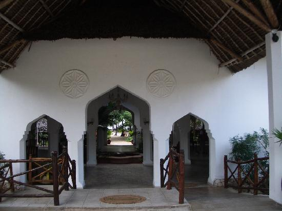 Bluebay Beach Resort and Spa: The entrance