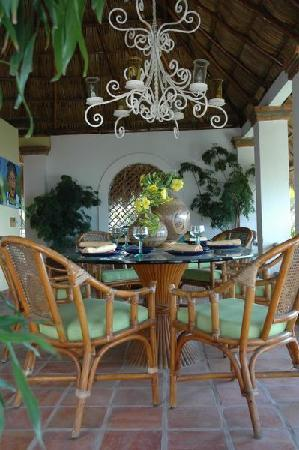 Casa de los Arcos: Dine under the stunning Palapa