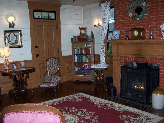 Wolf Creek Inn: Sitting room