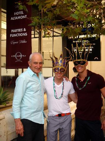Altamont Hotel Sydney - by 8Hotels: with our host on the way to the mardi gras parade