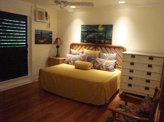 Coastline Cottages Kauai: second room