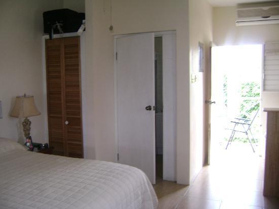 Piper's Cove Resort: Studio Room ...with balcony