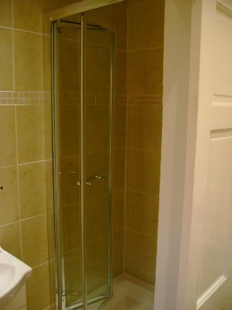 Bakers Hotel: Bathroom