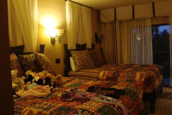 Two bedroom second bedroom two queen beds picture of - 2 bedroom villa animal kingdom kidani ...