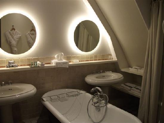 Hotel de Banville: bathroom