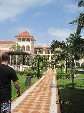 Hotel Riu Palace Mexico: Grounds