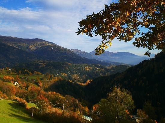 Altes Pfarrhaus: The valley
