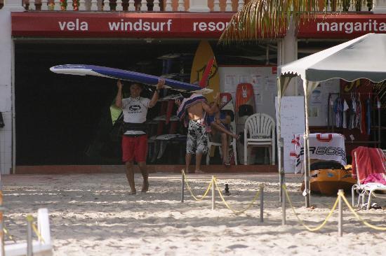 Vela Margarita Windsurf Center: Changing the sail