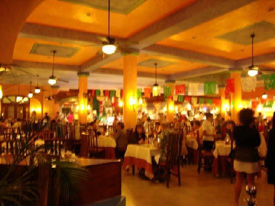 Sandos Playacar Beach Resort: main buffet