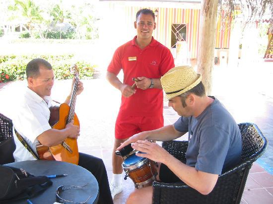 Paradisus Rio de Oro Resort & Spa: Drum lessons from Xaviar with Jordan backing up.