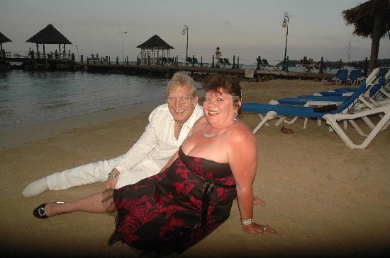 Sandals Ochi Beach Resort: ON THE BEACH